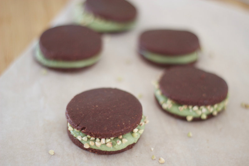 Raw peppermint crisp - a chocolate biscuit base and peppermint cashew filling. It's raw, it's pepperminty and the crisp comes from the buckinis.