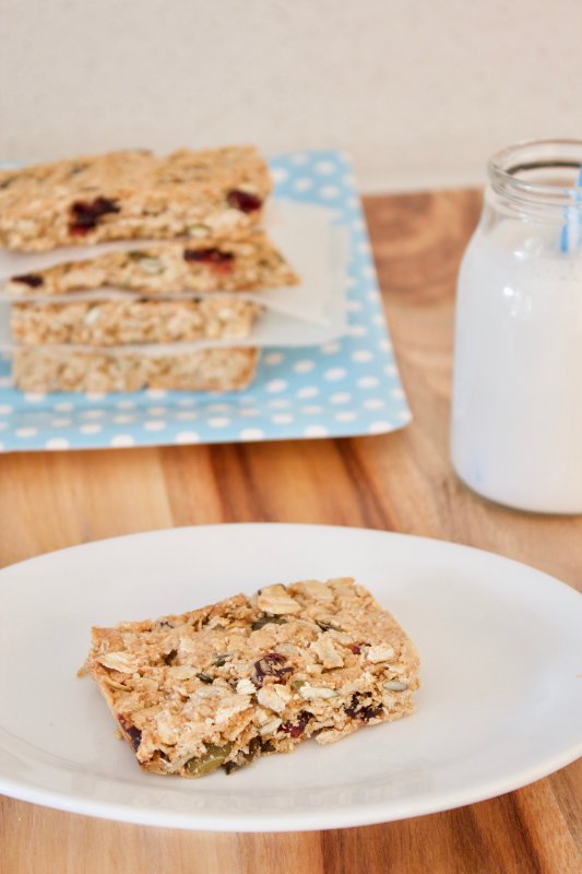 Nut free muesli bars that your kids can take to school. One bowl and 35 minutes from start to finish. These nut free muesli bars are full of flavour.